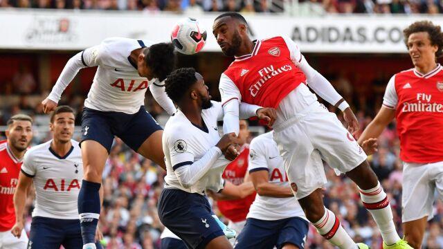 Arsenal najpierw rozdawał prezenty, później dogonił Tottenham