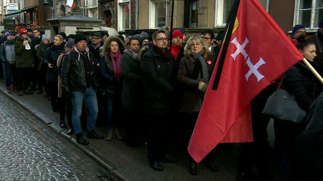Mieszkańcy przed Bazyliką, trwają kwesty. Dziś pogrzeb Pawła Adamowicza