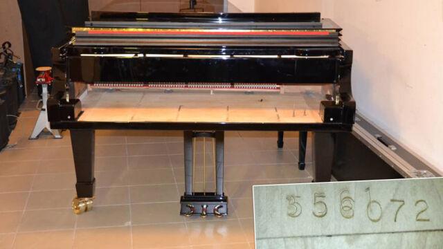 """Miał być oryginalny fortepian, był """"składak"""" z przebitymi numerami. Prokuratura: wszystko gra"""