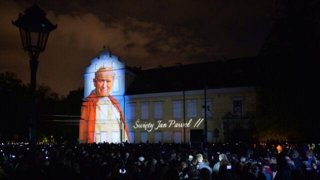 Jan Paweł II ponownie w oknie na Franciszkańskiej 3