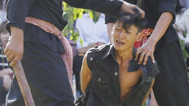 """Pokazali tortury Czerwonych Khmerów na """"polach śmierci"""""""