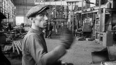 Robotnik w Hucie Warszawa, 1960.