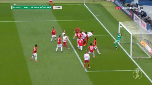 Finał Pucharu Niemiec: poprzeczka uratowała Bayern przed stratą gola