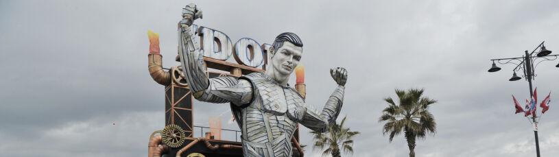 Ronaldo z masy papierowej.