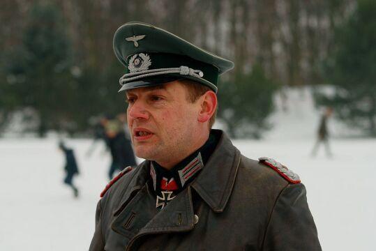Uczestnik rekonstrukcji w mundurze