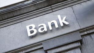 Dwa duże banki się łączą.  Co to oznacza dla klientów?