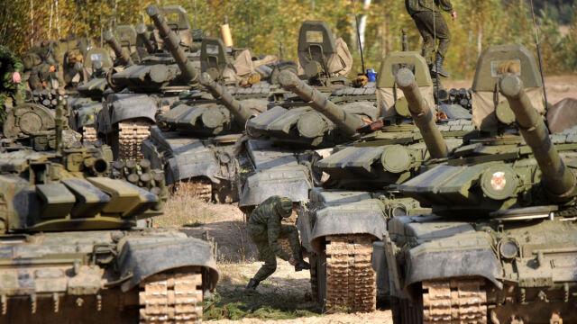"""Putin postawił w stan """"pełnej gotowości bojowej"""" 65 tys. żołnierzy"""