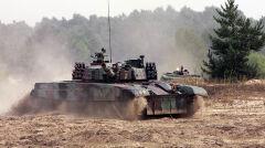 Czołg PT-91 Twardy z 1. Warszawskiej Brygady Pancernej. Takie są w Wesołej i do nich mają dołączyć Leopardy 2A5