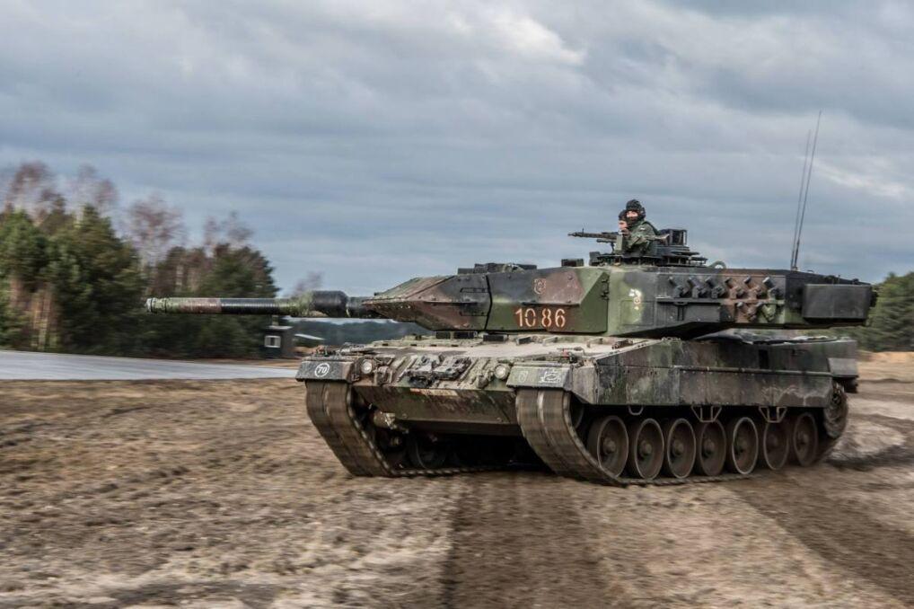 Czołg Leopard 2A5 z 34. Brygady na poligonie