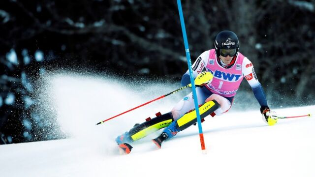 """""""Tak się jeździ slalom!"""". Noel rządził w Wengen"""