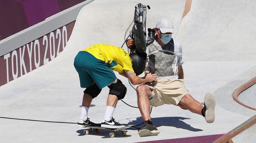 Bolesny finał olimpijskiego przejazdu. Zawodnik zderzył się z kamerzystą
