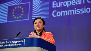 Unijna komisarz: wciąż czekamy  na refleksję polskiego rządu