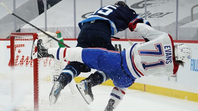 """""""Obrzydliwe, przerażające, brudny cios"""". Szokujący atak na hokeistę w NHL"""
