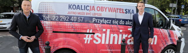 """Akcja """"Silni Razem"""", hashtag #SilniRazem i przerobiony billboard kandydatki na premiera"""