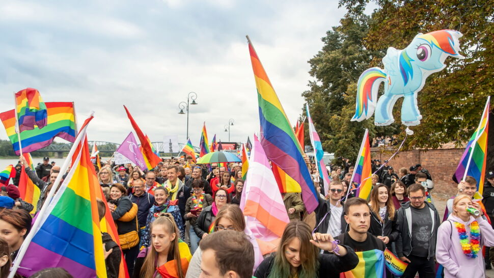 """""""Dla życia i rodziny"""". Marsz Równości po raz trzeci przeszedł ulicami Torunia"""