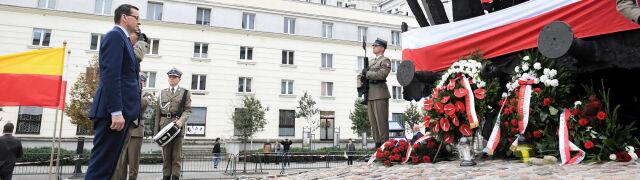 """Premier Morawiecki apeluje do Rosji  """"o porzucenie prób fałszowania historii"""""""