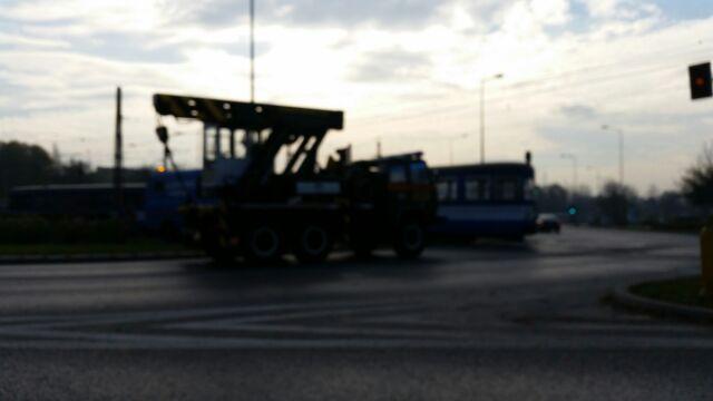 Stoją tramwaje z kierunku Piastów, Wzgórza Krzesławickie.