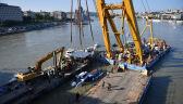 Wydobywanie wraku statku z dna Dunaju