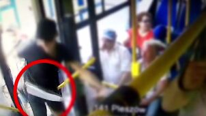 Atak maczetą na nastolatków w autobusie. Zatrzymany ostatni z podejrzanych