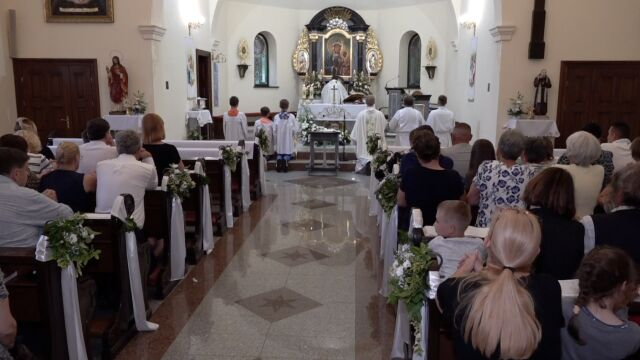 Mieszkańcy Mrowin są w szoku po śmierci Kristiny. Wspólnie modlili się za zamordowaną dziewczynkę