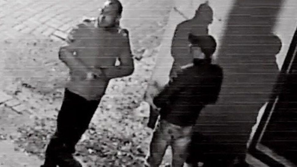 W zaułku ciemnej uliczki okradli staruszka z 50 tys. zł. Nie zauważyli kamery