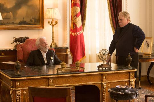 """Philip Seymour Hoffman w """"Igrzyskach śmierci"""", 2013 r. (na zdjęciu z Donaldem Sutherlandem)"""