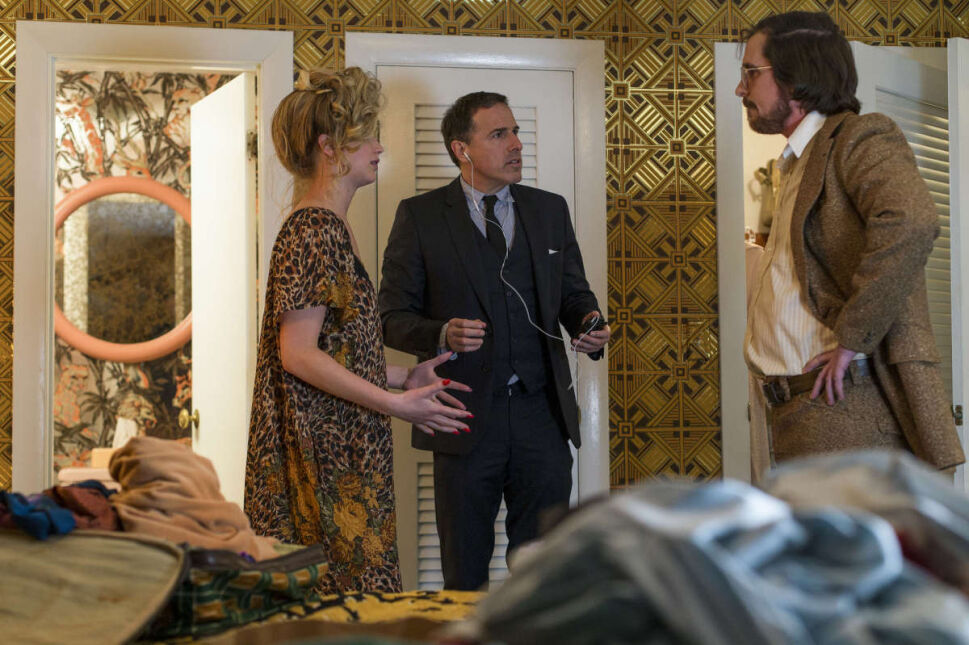 Na planie filmu - reżyser David O. Russell z Jennifer Lawrence i Christianem Balem