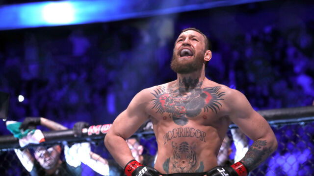 """Kolejka chętnych do walki z McGregorem, wśród nich Mayweather. """"Może na Wembley?"""""""