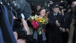 Kwiaty, dziennikarze i uścisk ojca. Maria Butina wróciła do Moskwy