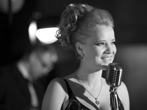 """Joanna Kulig piosenkarkę zagrała i zniewalająco śpiewała też w """"Idzie"""" Pawlikowskiego"""