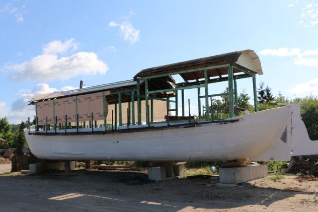 Barka nie jest zbyt duża - ma 19,6 m długości i 4,6 m szerokości