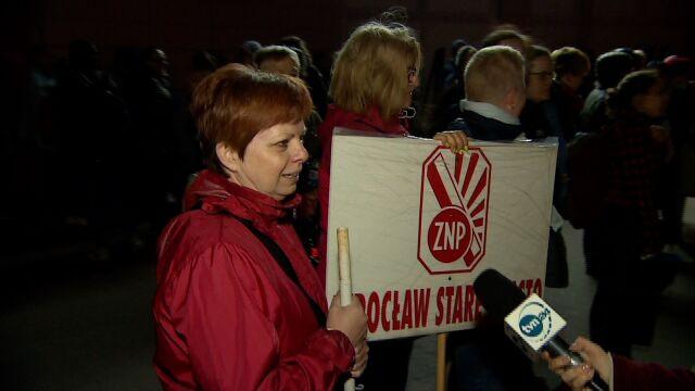 Nauczyciele z Wrocławia jadą do Warszawy, aby wziąć udział w manifestacji przed MEN