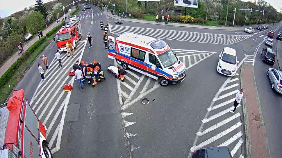 Potrącił motocyklistę i uciekł. Przypadkiem byli tam: policjant, strażnik więzienny i ratownik