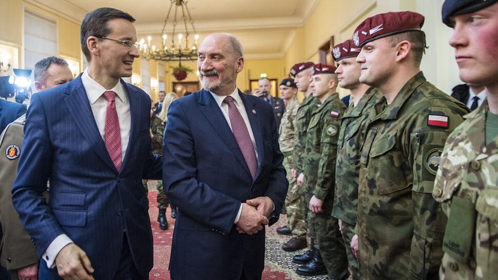 """Modernizacja wojska na """"trójkę"""". Co minister zapowiedział i co udało się zrobić"""