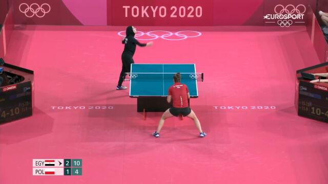 Tokio. Końcówka 4. seta w meczu Partyka – Meshref w 2. rundzie turnieju tenisa stołowego