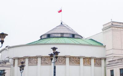 """""""Skończyła się władza totalna"""". Nowe rozdanie w parlamencie"""