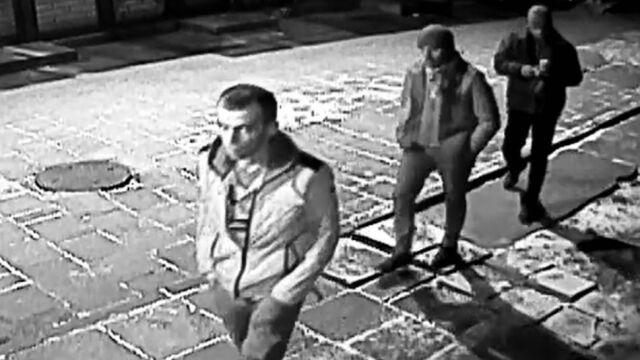 Powalili na ziemię pracownicę lokalu i okradli. Jeden aresztowany, pozostałych szukają od roku