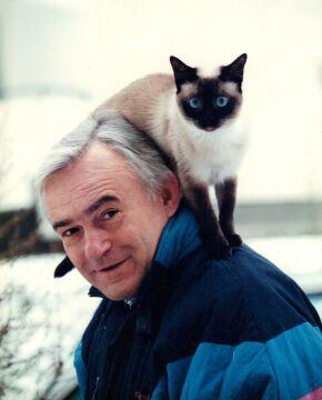 Leszek Miller i jego kotka Penelopa (facebook.com)