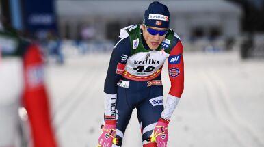 Klaebo minimalnie lepszy od Ustiugowa i pewnie prowadzi w Tour de Ski