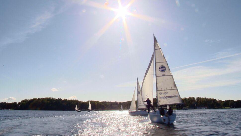 Seniorzy rywalizują w regatach żeglarskich