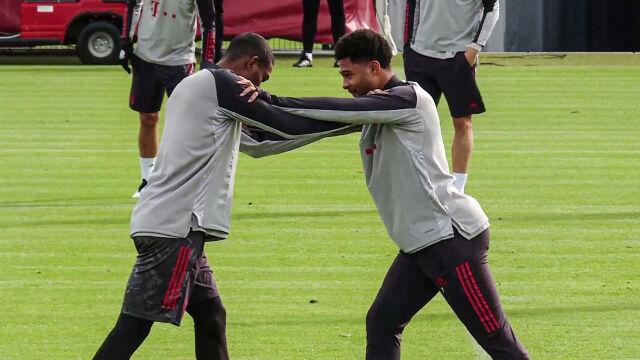 """Zakażony Gnabry twarzą w twarz z kolegą. """"Zdjęcie, z powodu którego drżą w Bayernie"""""""