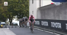 Atak lidera wyścigu na ostatnich metrach 16. etapu Giro d'Italia