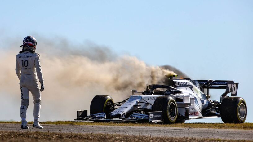 """Płonący samochód i zderzenie na torze  F1. """"Czy on jest ślepy?"""""""