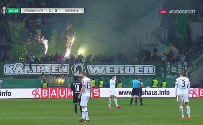 Petardy i race na stadionie Eintrachtu. Krótka przerwa po ekscesach kibiców Werdera