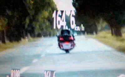 Pędził z prędkością 160 km/h.  Wpadł przy wyprzedzaniu radiowozu