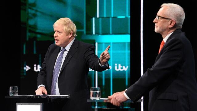 Johnson wygrał z Corbynem.