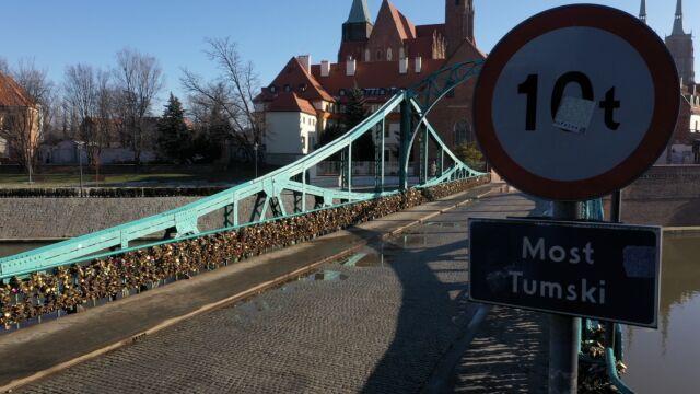Most Tumski do remontu. Miasto wzywa zakochanych do zabierania kłódek