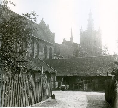 Widok kościoła Św. Katarzyny z dziedzińca przy kościele Św. Brygidy