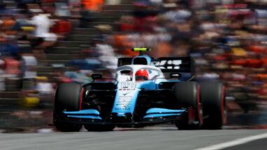 Szef Mercedesa dementuje: Kubica i Russell mają te same silniki