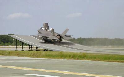 F-35 skacze ze skoczni